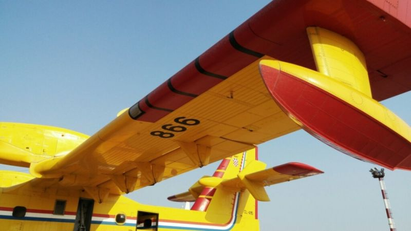 f_800_450_16119285_00_images_Canadair_65_can11s.jpg