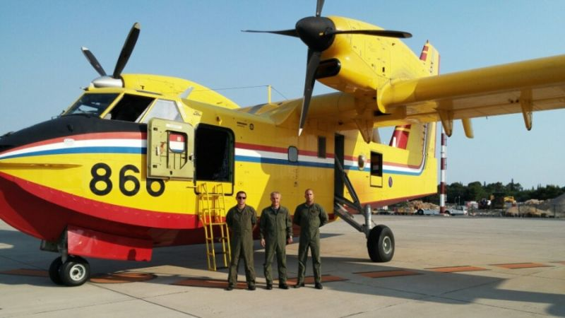 f_800_450_16119285_00_images_Canadair_65_can3s.jpg