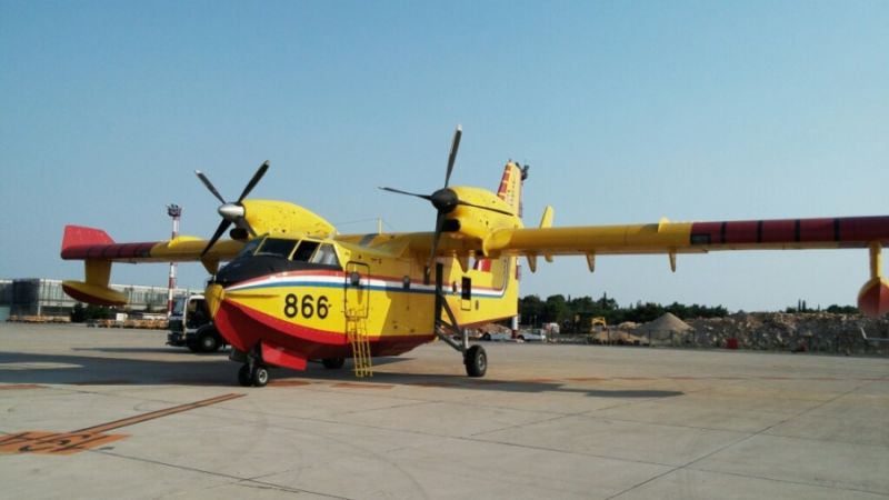 f_800_450_16119285_00_images_Canadair_65_can5s.jpg