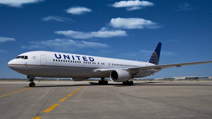 United Airlines B767-300