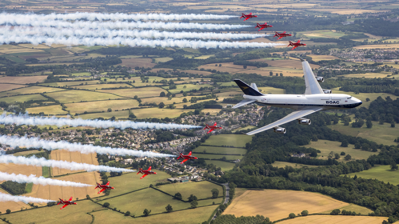 f_800_450_16119285_00_images_1NOVO_British_Airways_British_and_RedArrows_BA_and_RedArrows2_Foto_British_Airways.png