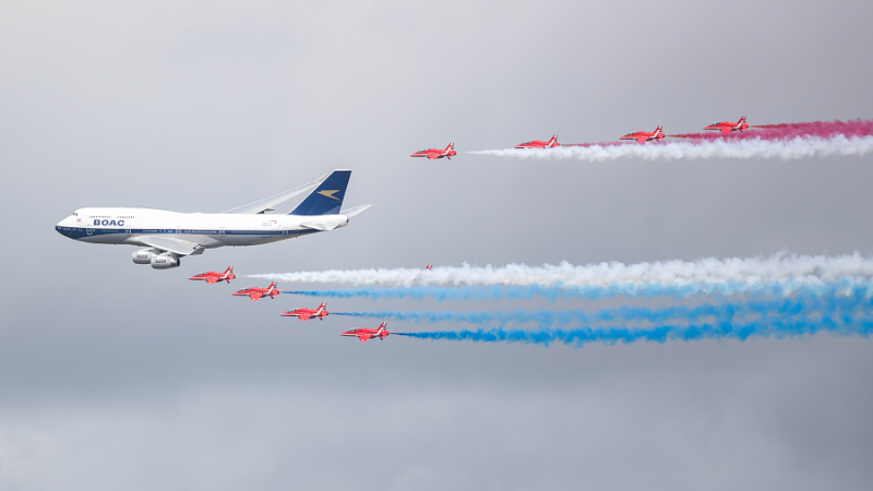 f_800_450_16119285_00_images_1NOVO_British_Airways_British_and_RedArrows_BA_and_RedArrows5_Foto_British_Airways.png