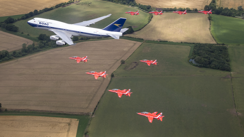 f_800_450_16119285_00_images_1NOVO_British_Airways_British_and_RedArrows_BA_and_RedArrows7_Foto_British_Airways.png